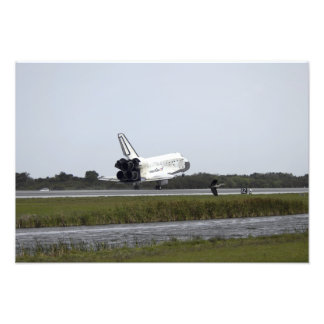 Space Shuttle Discovery touches down Photo Print
