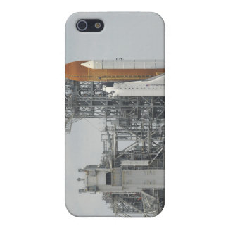 Space Shuttle Endeavour on the launch pad 5 iPhone SE/5/5s Case