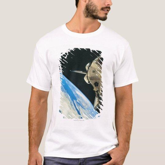 Space Shuttle Orbiting Earth 4 T-Shirt