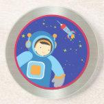Spaceboy que flota fuera de la nave espacial posavasos diseño