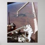 Spacewalk a bordo del transbordador espacial Colum Impresiones
