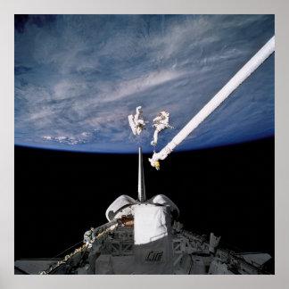 Spacewalk de la conducta de los astronautas sobre impresiones