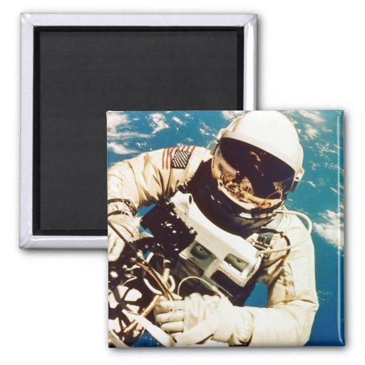 Spacewalk del astronauta imán cuadrado
