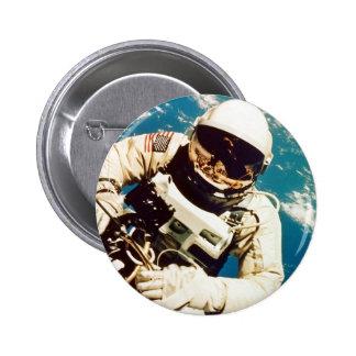 Spacewalk del astronauta pin redondo de 2 pulgadas