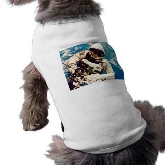 Spacewalk del astronauta camisetas de perro