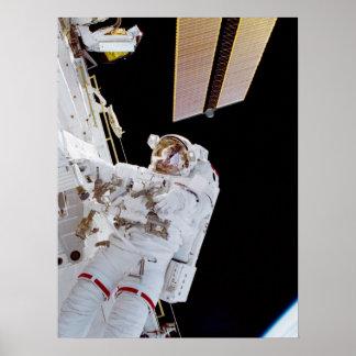 Spacewalk (STS-102) Póster