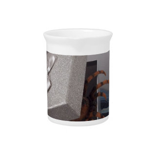 Spider in gift box drink pitcher