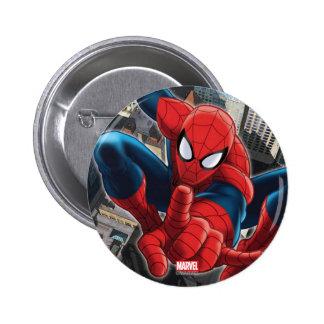 Spider-Man alto sobre la ciudad Pin Redondo De 2 Pulgadas
