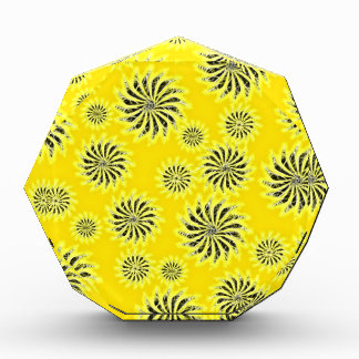 Spinning stars energetic pattern yellow award