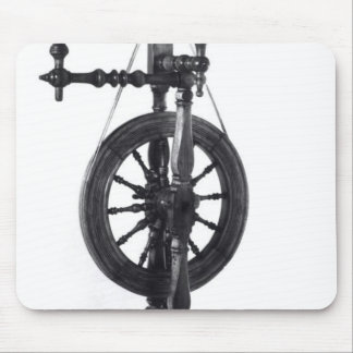 Spinning wheel mouse pad
