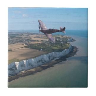 Spitfire sobre Inglaterra Azulejo Cuadrado Pequeño