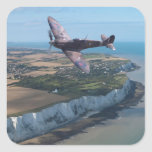 Spitfire sobre la costa inglesa pegatina cuadrada