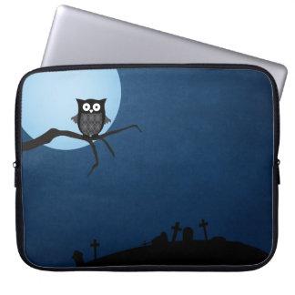 Spooky halloween owl computer sleeve