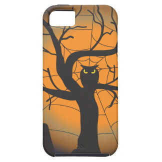 Spooky Owl in a Graveyard on Halloween iPhone 5 Cover