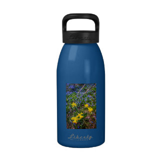 Spring wildflowers drinking bottle