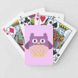 Sprite de 8 bits del búho del pixel baraja cartas de poker