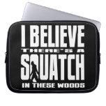 ¡Squatch divertido en estas maderas! (Negro) Manga Computadora