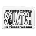 Squatch en estas maderas Bigfoot divertido iPad Mini Cárcasa