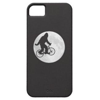 Squatch en una bici en cielo con la camiseta de la iPhone 5 funda
