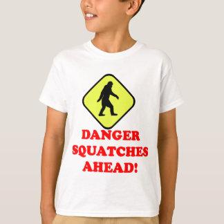 Squatches del peligro a continuación playera