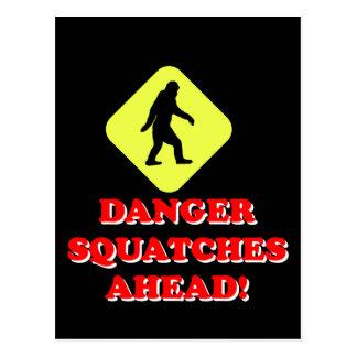 Squatches del peligro a continuación postales