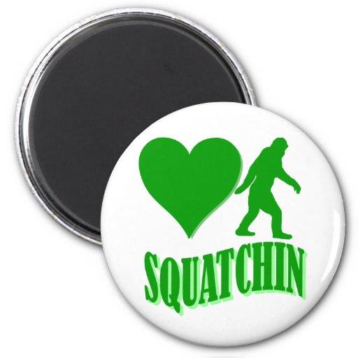 Squatchin del corazón I Imán De Frigorífico