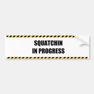 Squatchin en curso etiqueta de parachoque