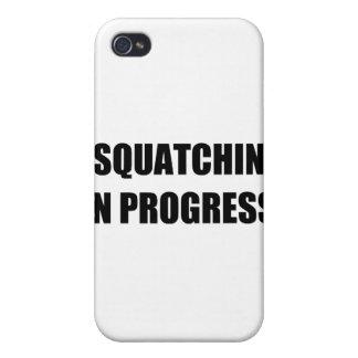 Squatchin en curso iPhone 4 carcasas
