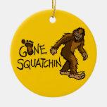 Squatchin ido adorno de navidad