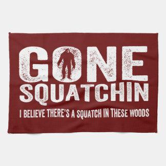 Squatchin ido (apenado) Squatch en estas maderas Toalla De Mano