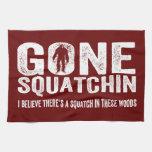 Squatchin ido (apenado) Squatch en estas maderas Toalla