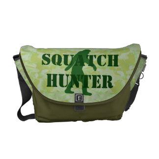 Squatchin ido Bigfoot en camo verde Bolsas De Mensajería