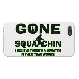 Squatchin ido Bigfoot en maderas iPhone 5 Protectores
