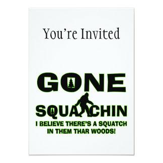Squatchin ido Bigfoot en maderas Invitación 12,7 X 17,8 Cm