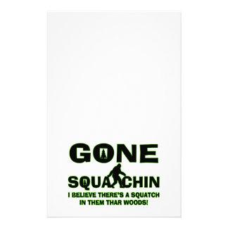 Squatchin ido Bigfoot en maderas Papeleria