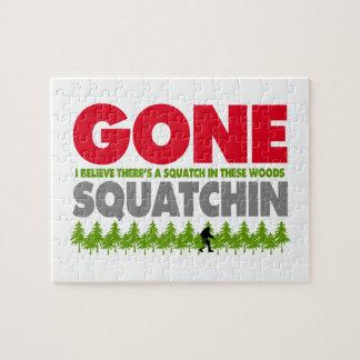 Squatchin ido Bigfoot que oculta en maderas Rompecabeza