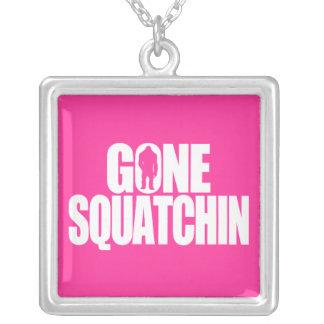 Squatchin ido colgante cuadrado