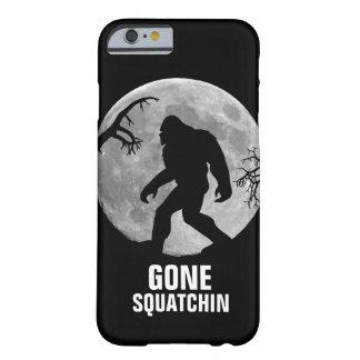 Squatchin ido con la luna y la silueta funda de iPhone 6 barely there