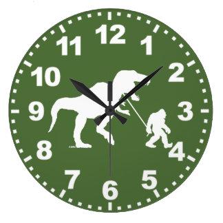 Squatchin ido con T-rex Reloj Redondo Grande