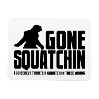 Squatchin ido - creyente divertido de Bigfoot Imanes