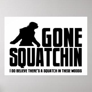 Squatchin ido - creyente divertido de Bigfoot Póster