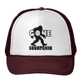 Squatchin ido en blanco gorra