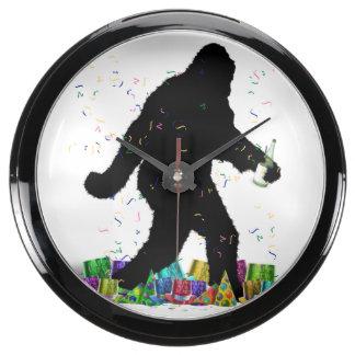 Squatchin ido en el Año Nuevo Reloj Aqua Clock