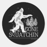 Squatchin ido etiqueta redonda