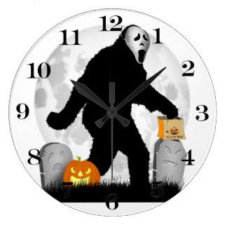 Squatchin ido - Halloween Squatchin Reloj Redondo Grande