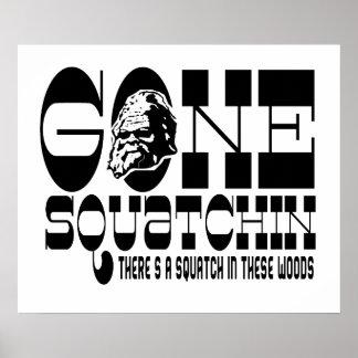 Squatchin ido - hay un Squatch en estas maderas Posters