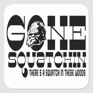 Squatchin ido - hay un Squatch en estas maderas Colcomanias Cuadradas