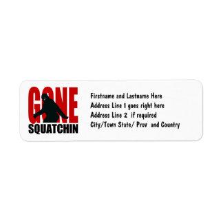 Squatchin ido - negro y rojo etiqueta de remitente