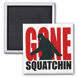 Squatchin ido - negro y rojo imán cuadrado
