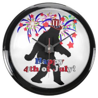 Squatchin ido para el 4 de julio (texto y fuegos relojes pecera
